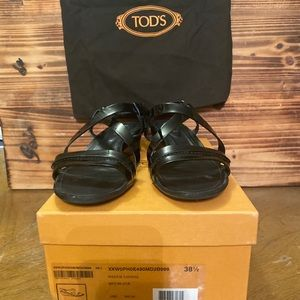 TODS black patent wedge sandal with box